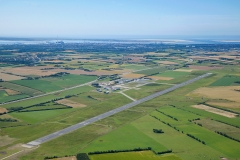 Esbjerg-Lufthavn-er-base-for-AT-Luftfoto.-her-fortograferet-med-Fanø-og-Esbjerg-by-i-baggrunden