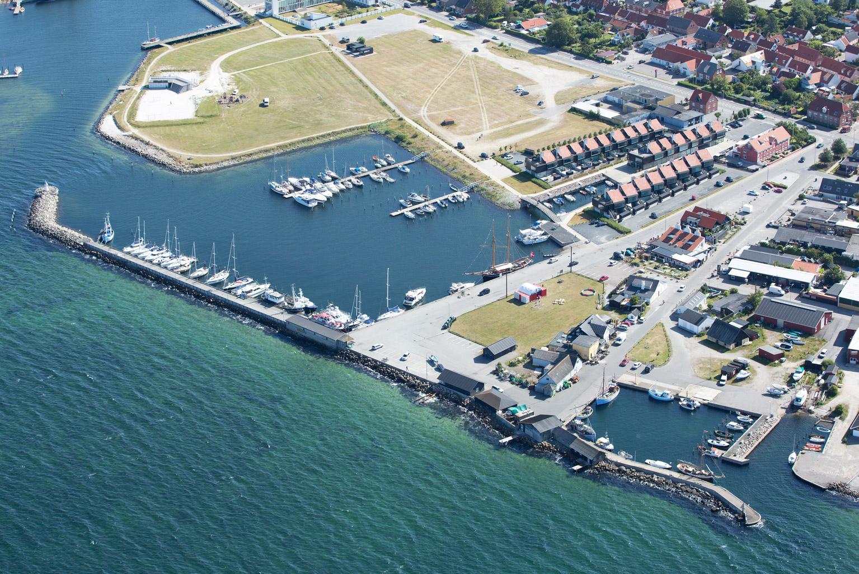 Ebeltoft-Havn-set-fra-luften